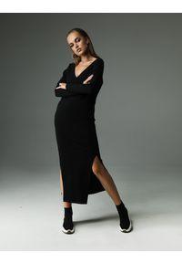 Czarna sukienka z aplikacjami, wyszczuplająca