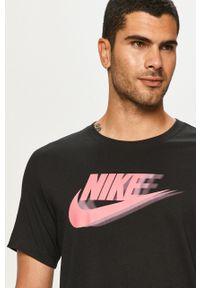 Czarny t-shirt Nike Sportswear z okrągłym kołnierzem, z nadrukiem