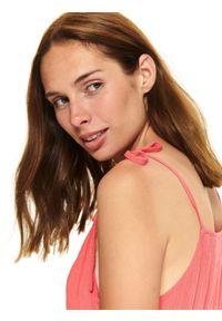 TOP SECRET - Sukienka na ramiączkach z falbaną. Kolor: czerwony. Długość rękawa: na ramiączkach. Sezon: lato. Styl: wakacyjny, elegancki
