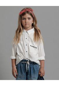 ONETEASPOON KIDS - Biała koszula Soho 5-14 lat. Okazja: na co dzień. Typ kołnierza: kołnierzyk klasyczny. Kolor: biały. Długość: długie. Wzór: napisy. Materiał: jeans, materiał. Długość rękawa: długi rękaw. Sezon: lato. Styl: klasyczny, casual