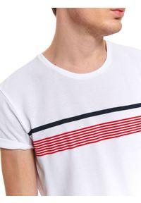 Biały t-shirt TOP SECRET z nadrukiem, na lato, z krótkim rękawem, klasyczny