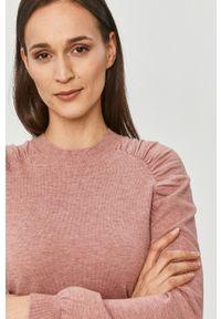 Jacqueline de Yong - Sweter. Okazja: na co dzień. Kolor: różowy. Materiał: dzianina. Długość rękawa: raglanowy rękaw. Styl: casual