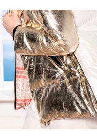 FLO&CLO - Beżowo-złota kurtka Karim. Kolor: beżowy. Materiał: puch, futro. Wzór: nadruk