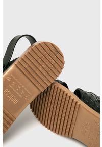 melissa - Melissa - Sandały. Zapięcie: klamry. Kolor: czarny. Materiał: kauczuk, materiał, guma. Wzór: gładki