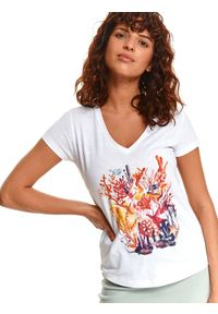 TOP SECRET - T-shirt damski z dekoltem w serek i morskim nadrukiem. Typ kołnierza: dekolt w serek. Kolor: biały. Wzór: nadruk
