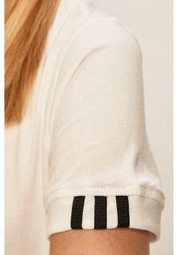 Biała bluzka adidas Originals z aplikacjami, na co dzień, casualowa