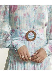 ROCOCO SAND - Niebieska sukienka maxi. Kolor: niebieski. Materiał: materiał. Długość rękawa: długi rękaw. Wzór: haft, kwiaty, aplikacja, nadruk. Sezon: lato. Długość: maxi