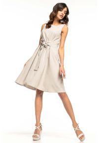 Tessita - Jasnoszara Rozkloszowana Sukienka bez Rękawów z Dekoracyjnym Wiązaniem. Kolor: szary. Materiał: wiskoza, poliester. Długość rękawa: bez rękawów
