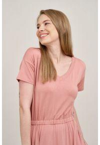 Marie Zélie - Sukienka Selma pąsowy róż mikromodal. Typ kołnierza: dekolt w serek. Kolor: czerwony, różowy, wielokolorowy. Materiał: wiskoza, dzianina, elastan, włókno, skóra. Długość: midi