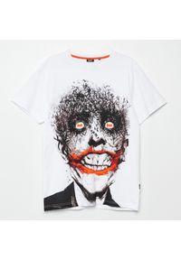 Cropp - Koszulka z nadrukiem Batman - Biały. Kolor: biały. Wzór: motyw z bajki, nadruk