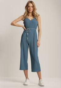 Renee - Niebieski Kombinezon Hylla. Kolor: niebieski. Długość rękawa: na ramiączkach. Długość: długie. Wzór: aplikacja. Styl: klasyczny