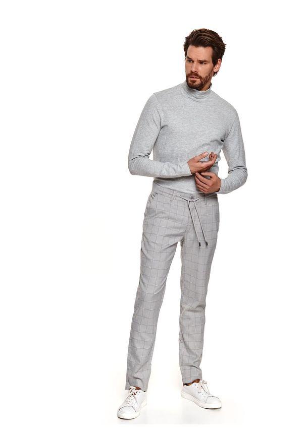 TOP SECRET - Spodnie tkaninowe w kratę typu jogger. Okazja: do pracy, na co dzień. Kolor: szary. Materiał: tkanina. Długość: długie. Sezon: wiosna. Styl: casual