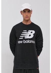 New Balance - Bluza. Okazja: na co dzień. Kolor: czarny. Materiał: dzianina. Wzór: nadruk. Styl: casual