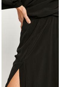Czarna sukienka Diesel z okrągłym kołnierzem, prosta, maxi
