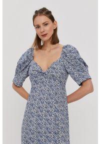 only - Only - Sukienka. Typ kołnierza: dekolt hiszpanka. Kolor: niebieski. Materiał: tkanina. Typ sukienki: rozkloszowane
