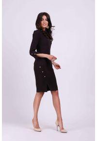 Nommo - Grafitowa Ołówkowa Sukienka z Ozdobnymi Guzikami. Kolor: szary. Materiał: elastan, wiskoza. Typ sukienki: ołówkowe