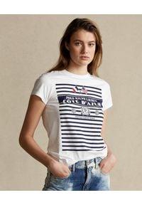 Ralph Lauren - RALPH LAUREN - Biały t-shirt z grafiką w paski. Typ kołnierza: polo. Kolor: biały. Materiał: bawełna. Wzór: paski