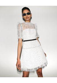 SELF PORTRAIT - Biała sukienka mini w kropki. Kolor: biały. Materiał: tkanina. Wzór: kropki. Typ sukienki: dopasowane, rozkloszowane, plisowane. Styl: elegancki, retro. Długość: mini