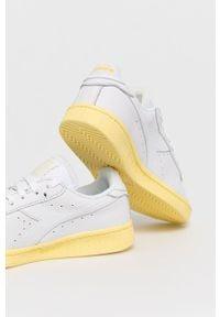 Białe sneakersy Diadora z cholewką, na niskim obcasie