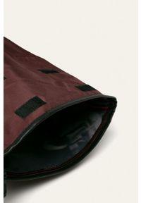 Pepe Jeans - Plecak. Kolor: fioletowy. Wzór: paski
