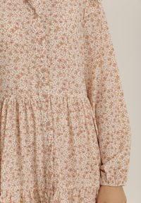 Renee - Beżowa Sukienka Qyrrahne. Kolor: beżowy