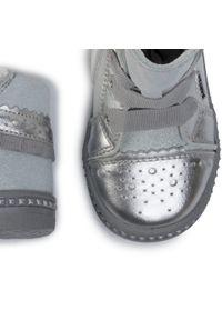 Bartek - Trzewiki BARTEK - 51846/12D Srebrny 1. Kolor: srebrny. Materiał: skóra, zamsz. Szerokość cholewki: normalna. Wzór: aplikacja. Styl: młodzieżowy
