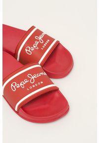 Czerwone klapki Pepe Jeans