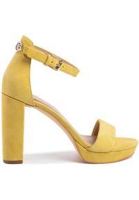 Żółte sandały Guess eleganckie