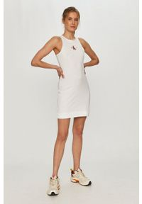Calvin Klein Jeans - Sukienka. Kolor: biały. Materiał: dzianina, bawełna. Typ sukienki: dopasowane