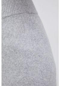 TOMMY HILFIGER - Tommy Hilfiger - Spodnie. Stan: podwyższony. Kolor: szary. Materiał: dzianina. Wzór: gładki