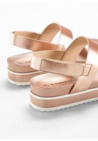 Różowe sandały bonprix na platformie, na rzepy