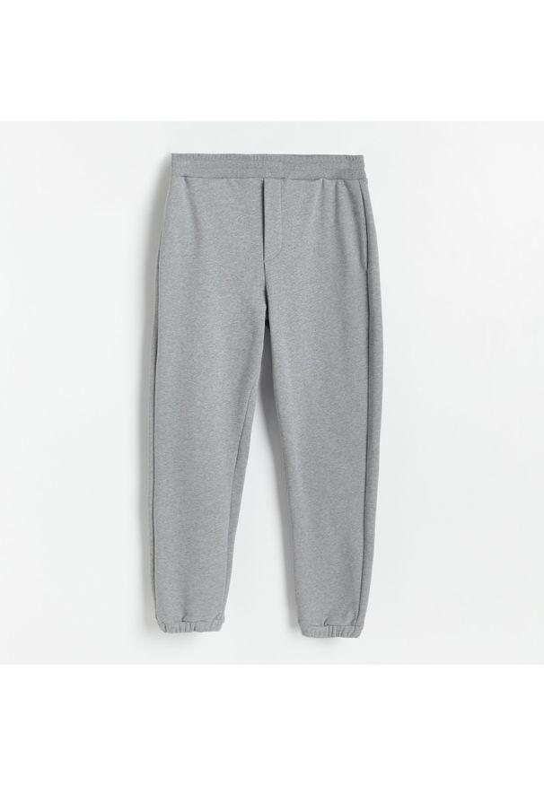 Reserved - PREMIUM Spodnie dresowe - Jasny szary. Kolor: szary. Materiał: dresówka