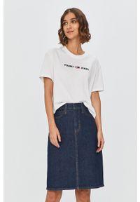 Biała bluzka Tommy Jeans na co dzień, casualowa, z aplikacjami