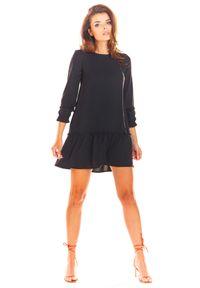 e-margeritka - Sukienka trapezowa z falbaną czarna - 40. Okazja: na co dzień. Kolor: czarny. Materiał: poliester, materiał, elastan. Typ sukienki: trapezowe. Styl: casual. Długość: mini