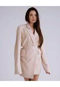 DOLLINA - Beżowa mini sukienka Rokiah. Kolor: beżowy. Sezon: lato. Typ sukienki: oversize. Styl: elegancki. Długość: mini