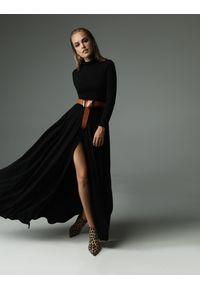 Czarna sukienka z aplikacjami, z golfem