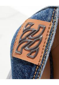 Casadei - CASADEI - Jeansowe szpilki Blade Jeans. Kolor: niebieski. Materiał: jeans. Wzór: aplikacja. Sezon: lato. Obcas: na szpilce. Styl: klasyczny. Wysokość obcasa: wysoki