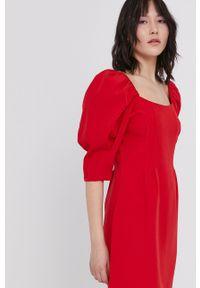 medicine - Medicine - Sukienka Summer Fest. Kolor: czerwony. Materiał: tkanina. Wzór: gładki. Typ sukienki: rozkloszowane