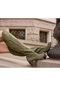Zapato - nubukowe kozaki za kolano - skóra naturalna - model 189 - kolor oliwka. Okazja: na co dzień. Nosek buta: okrągły. Zapięcie: zamek. Wzór: motyw zwierzęcy, kwiaty, kolorowy. Wysokość cholewki: za kolano. Materiał: nubuk, skóra. Sezon: jesień, zima. Obcas: na obcasie. Styl: sportowy, klasyczny, casual. Wysokość obcasa: średni