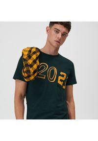 Sinsay - Koszulka z kieszenią - Zielony. Kolor: zielony