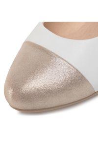 Białe sandały Caprice na co dzień, casualowe