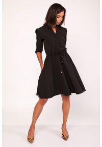 Czarna sukienka mała czarna Lanti ze stójką