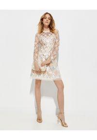 NEEDLE & THREAD - Sukienka mini z cekinami. Okazja: na imprezę. Kolor: beżowy. Wzór: aplikacja. Styl: wizytowy. Długość: mini