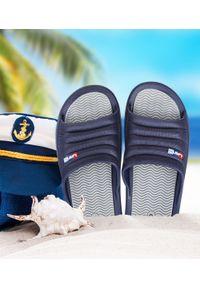 LANO - Klapki męskie basenowe Lano KL-4-0218 Navy/Grey. Okazja: na plażę. Zapięcie: bez zapięcia. Materiał: guma. Obcas: na obcasie. Wysokość obcasa: niski. Sport: pływanie