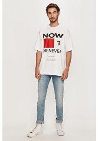 Biały t-shirt Trussardi Jeans z okrągłym kołnierzem, z nadrukiem