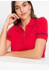 Sukienka shirtowa bonprix czerwony. Kolor: czerwony. Długość rękawa: krótki rękaw. Wzór: prążki. Typ sukienki: dopasowane