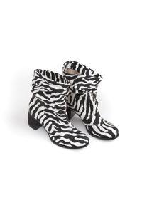 Botki Zapato w kolorowe wzory, wąskie, bez zapięcia, z cholewką