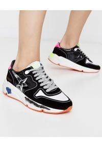 GOLDEN GOOSE - Czarne sneakersy Running Sole. Kolor: czarny. Materiał: guma, zamsz. Wzór: kolorowy, aplikacja. Obcas: na koturnie. Sport: bieganie