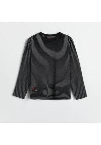 Reserved - Longsleeve w paski - Czarny. Kolor: czarny. Długość rękawa: długi rękaw. Wzór: paski