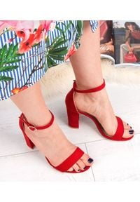 Czerwone sandały na słupku SIXTH SENS klasyczne, ze sprzączką